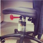 vérifiez toujours votre chaise...